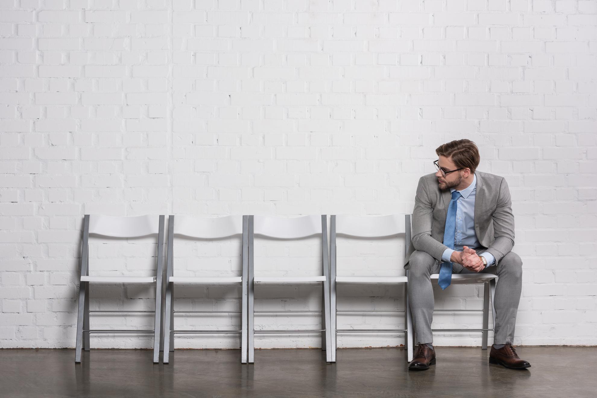 Fachkräftemangel in der Digitalindustrie - Leere Stühle